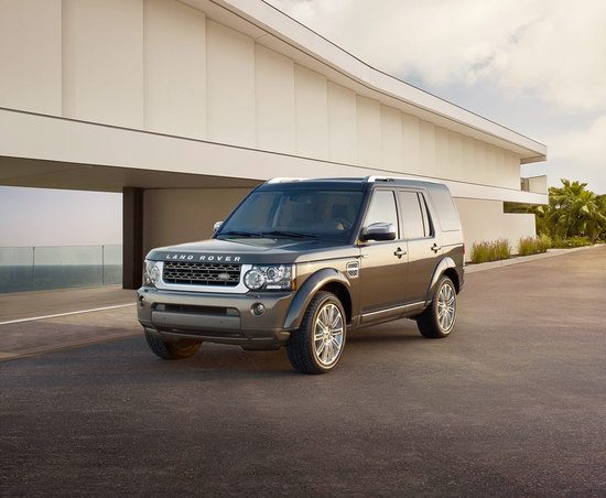 Land-Rover-Discovery-4-HSE-Luxury-thumb-550x452