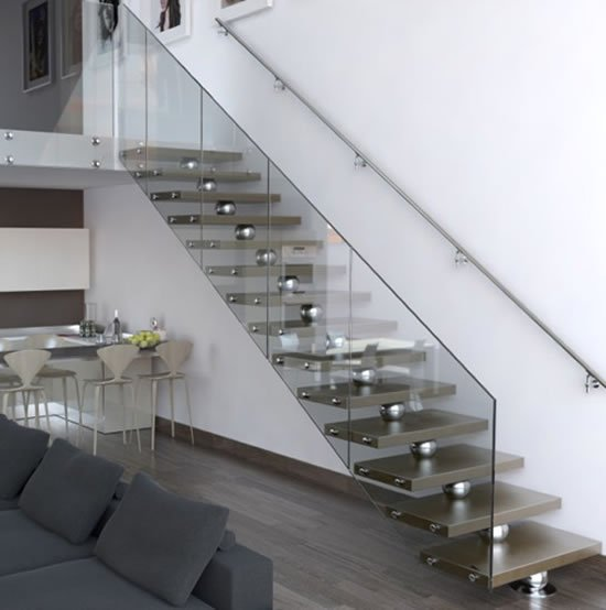 Leather-covered-wooden-staircase-2
