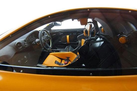 McLaren-F1-LM-1-8-scaled-model-5-thumb-550x366