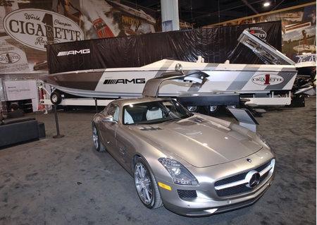 Mercedes-Benz-SLS-AMG4-thumb-450x319