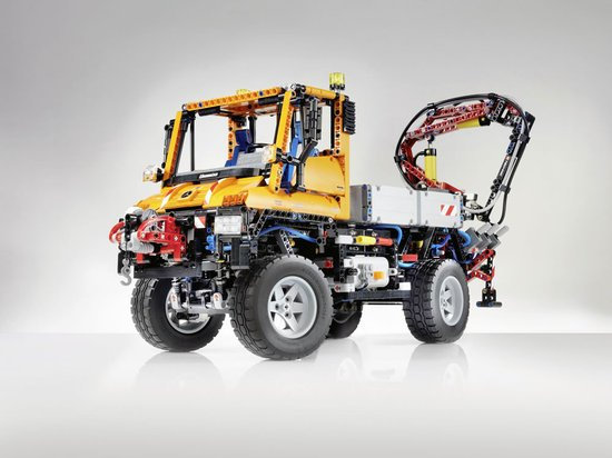 Mercedes-Benz-and-LEGO-Unimog-1-thumb-550x412