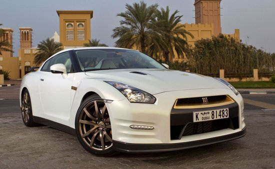 Nissan-GT-R-gold-makeover-thumb-550x338