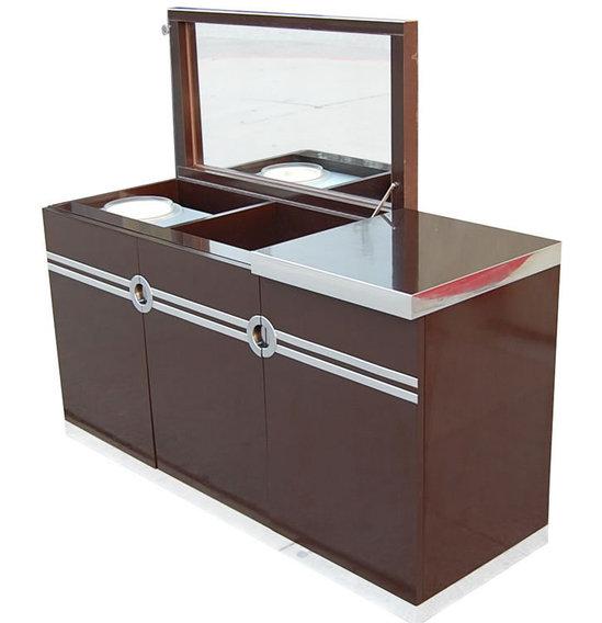 Pierre-Cardins-vintage-bar-1-thumb-550x568