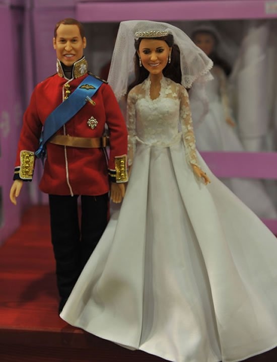 Prince-William-And-Kate-Middleton-Wedding-Dolls-1