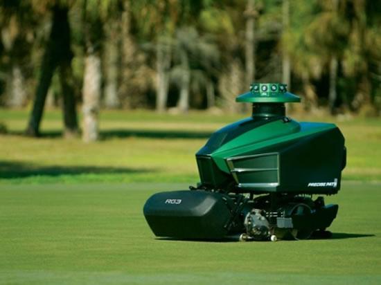 RG3-Robotic-Greens-Mower-1