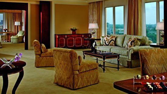 Ritz-Carlton-Dallas-hotel-suite
