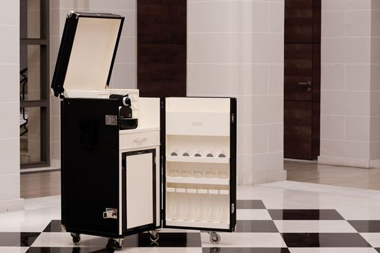a 15 800 t t malle mini bar trunk serves coffee and. Black Bedroom Furniture Sets. Home Design Ideas