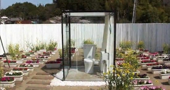 Toilet_with_japanese_garden
