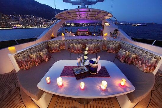 Uber-luxurious-Motor-Yacht-Satori-10-thumb-550x366