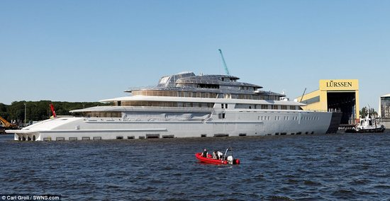 Worlds-biggest-yacht-1-thumb-550x284