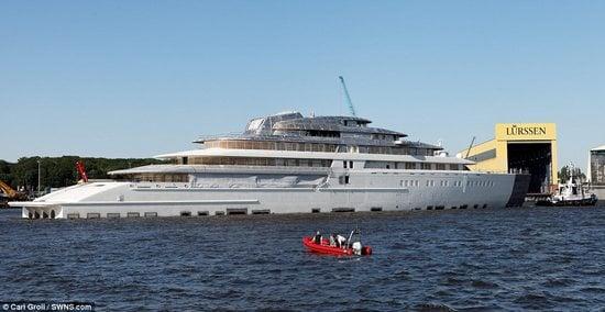 Worlds-biggest-yacht-1-thumb-550x284