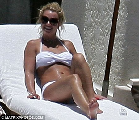 Britney Spears Smoking 2014 Britney's fab figure costs her