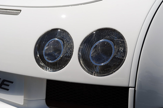 bugatti-veyron-14-thumb-550x365