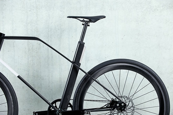 carbon-fiber-bike-13-thumb-550x366