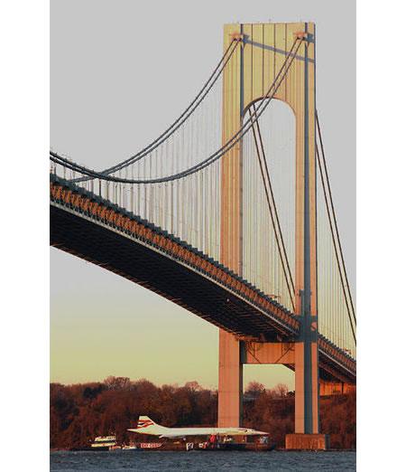 concorde_under_verrazano_bridge_1