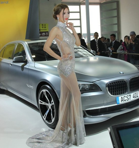 crystal_studded_gown_Beijing_auto_show-thumb-550x587