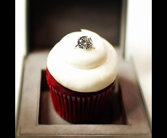 cupcakes-gourmet-red-velvet-ring