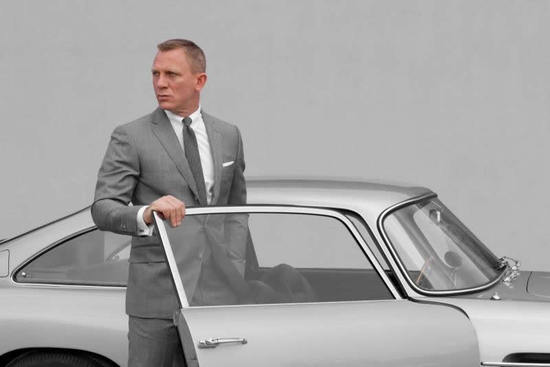 daniel-craig-suits-2-thumb-550x367