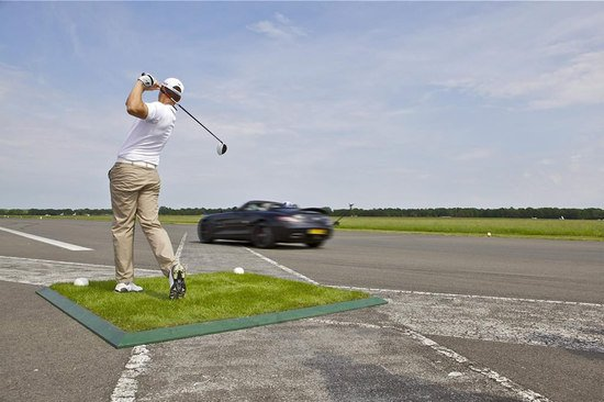 deity-David-Coulthard-catches-golf-ball-at-120mph-1-thumb-550x366