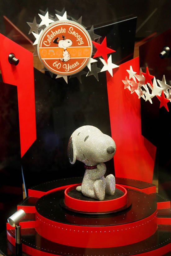 diamond-studded-snoopy-sculpture-1