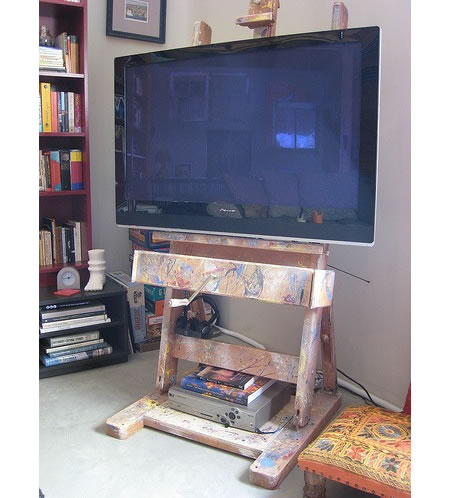 easel-hdtv-stand