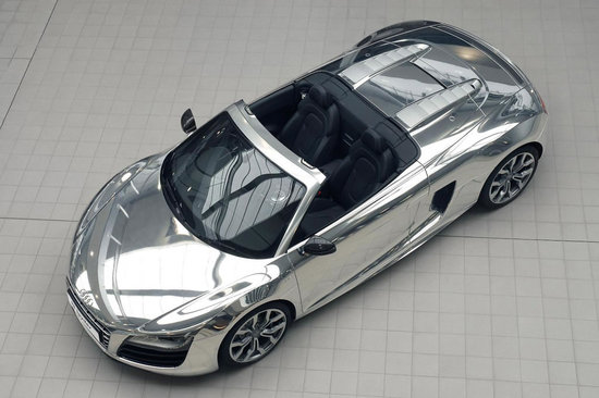 elton-john-with-chrome-audi-r8-spyder_4-thumb-550x366