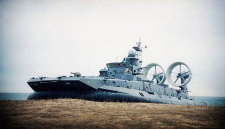 excelsior-dawes-hovercraft-thumb-450x258