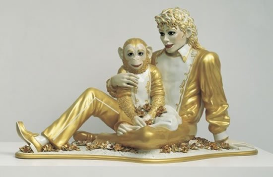 gold-etched-statue-by-Jeff-Koons-1