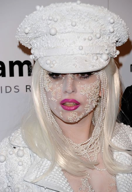 lady-gagas-face-pearls