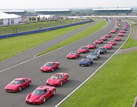 largest-parade-ferrari-cars-1