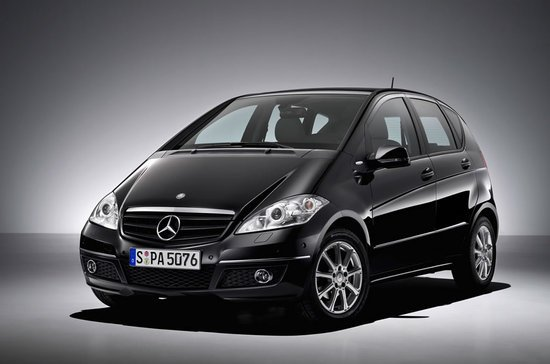 Mercedes plans sportier makeovers for the a class and b for Small mercedes benz