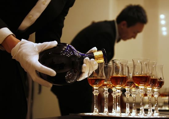 pours-luxury-scotch-whisky-royal-salute