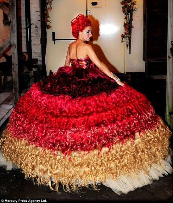 wedding-gown-made-of-human-hair-1