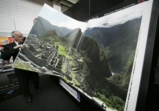 worlds-largest-book-thumb-550x382