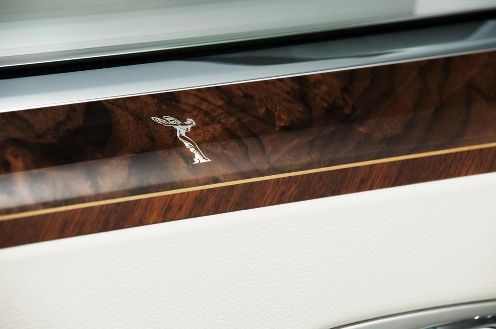 Roll Royce S Starlight Headliner Lights Up The Roof With