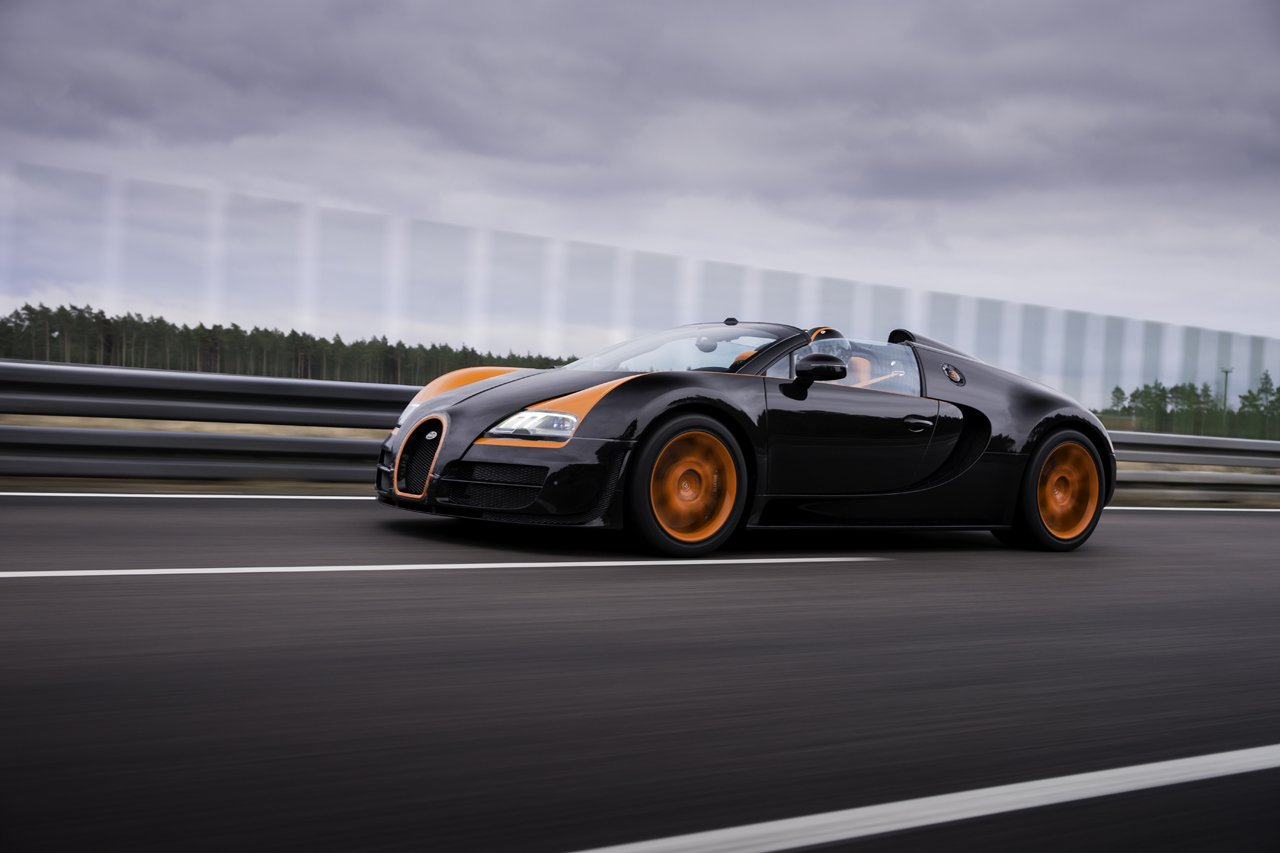 bugatti veyron 16 4 grand sport vitesse sets the record as the world 39 s fastest roadster. Black Bedroom Furniture Sets. Home Design Ideas