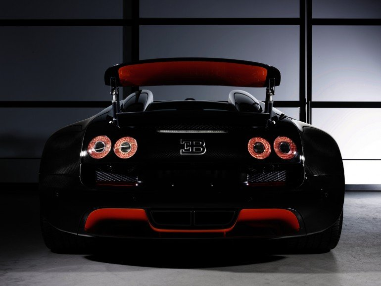bugatti veyron 16 4 grand sport vitesse world record car unveiled luxurylaunches. Black Bedroom Furniture Sets. Home Design Ideas