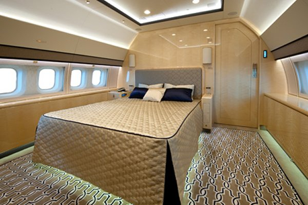 Boeing bbj 3 fitted with vip interiors is shown off at for Interieur 777