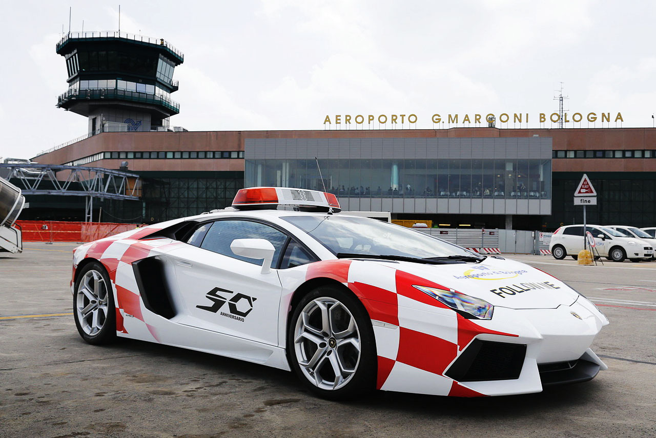 lamborghini-aventador-becomes-bologna-airport-vehicle-3
