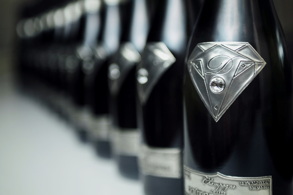 alexander-amosu-champagne-5