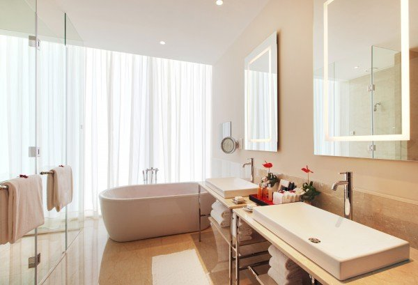 bathroom-premier-room-oberoi-dubai