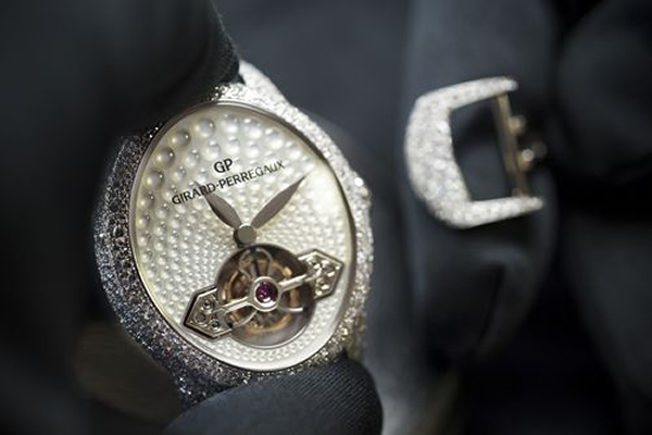 gp-cats-eye-jewelry-tourbillon-3