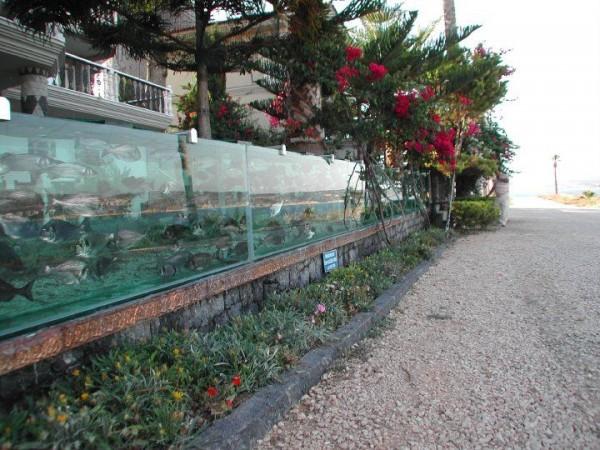 cesme-aquarium-fence-2