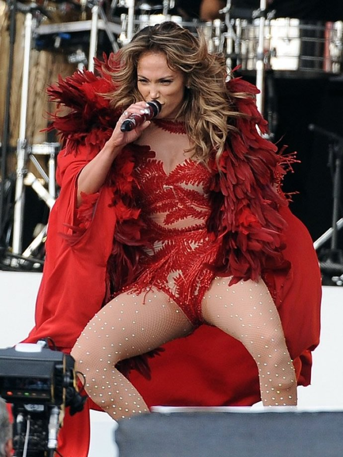 Jennifer Lopez makes $10 million from performing for ...