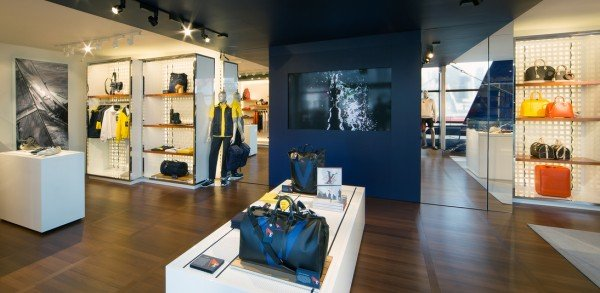 louis-vuitton-cup-pop-up-store-3
