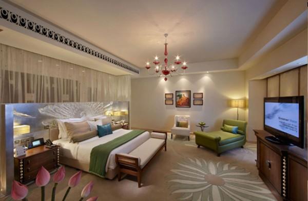 peacock-suite-presidential-bedroom