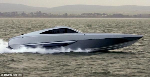 Xsr Interceptor A 100 Mph Boat Known As The Bugatti Veyron