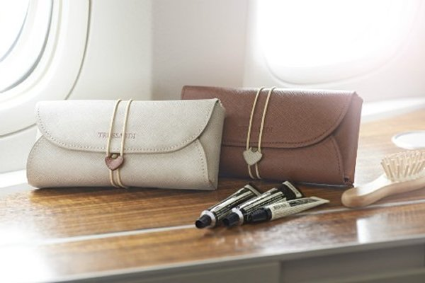 cathay-pacific-amenity-kit