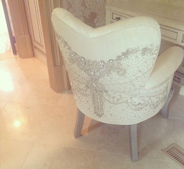 kim-zolciak-makeup-chair-3
