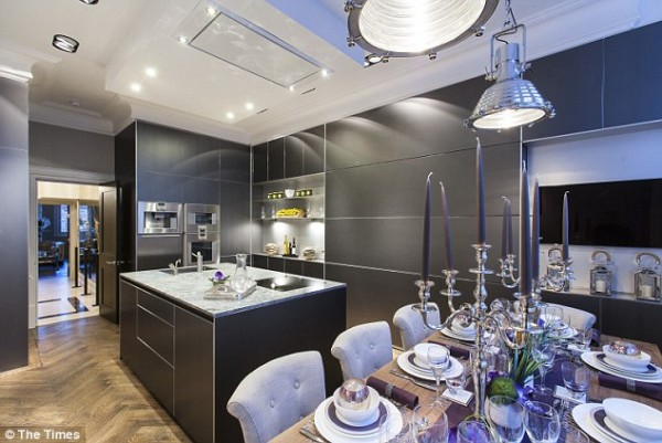 alexander-mcqueens-apartment-5